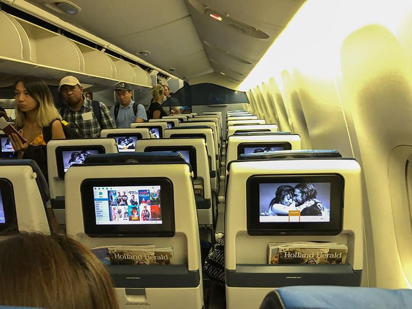KLM B777-200ER Cabin
